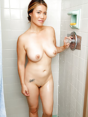 Bigtit housewife lathers up her mouthwatering naked body in the shower
