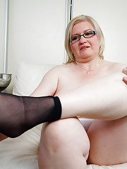 Chubby housewife getting wet on her bed