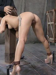 Jynx Maze has that beautiful ass that makes men lose their minds. She probably manipulates