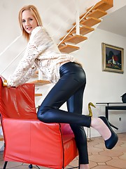 Alica shows Jim what she has to offer and spreads her legs