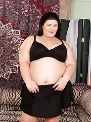 BBW Juicy Jazmynne strips down to her black bra and panties and doesnt stop there!