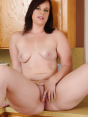 Beautiful housewife Virgo Peridot does the dishes then flashes her huge boobs