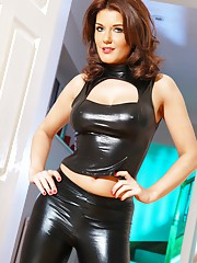 You cannot resist Mistress Kelly! Wearing very tight leggings and a revealing top