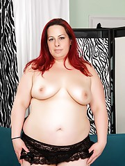 Raunchy round Phoenix Redd discards her clothing and shows every inch of flesh