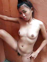 Cheating Filipina gf drinks a mans cum in her own house