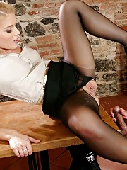 Elegant blonde in nylons pee on a guys face and get peed