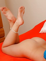 Cute blonde babe Bailey Brooke fingering her pussy.