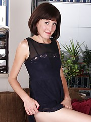 Sexy housewife Meredith Johnson dildos her older pussy.