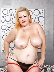 Big boobed plumper Bunny oils up her jugs and proudly displays her sexy body
