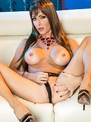Jessica Jaymes is one hot babe with a very sexy pierced pussy. Tommy Gunn and Chloe