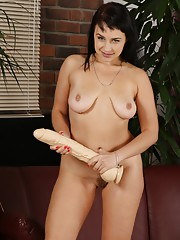 Golden piss play for gorgeous curvy babe Tanika