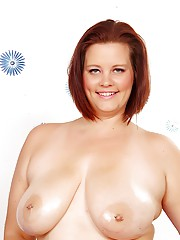 Busty full-figured temptress Amanada Foxxx shows off her luscious tits and body
