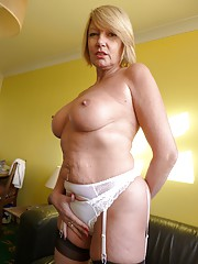 Amy MILF Strip Pictures