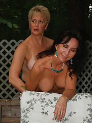 Real Tampa Swingers - Beavers in the Woods