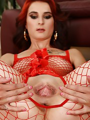 Sexy redhead fills her pussy with a big dildo