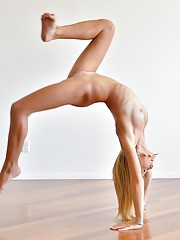 Lauren Acrobatic Nudes