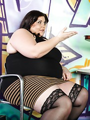 Very big and beautiful woman covers a waiter with fat ass