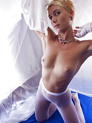 Lindra sensually poses in front of the camera as she displays her tight body and