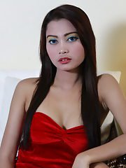 This superb doll unveils her most intimate assets to our greedy eyes