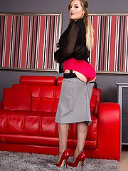 Yasmin knows just the thing to relax as she slips off her outer clothing unclips