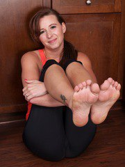 Alice Chambers strips and spreads her mature pussy after yoga.