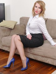 Kinky Milf Jenny comes home from work and gives you a tour in a pair of very sexy