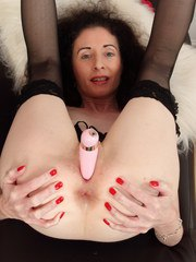 Skinny British housewife playing with herself