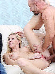 Blonde wife blows a fat dick and get fucked until her cum and make her hubby watch