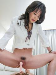 Ayumi Iwasa has cunt aroused with vibrator and squirts on man
