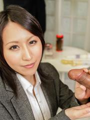 Yuuna Hoshisaki shows cleavage and strokes cocks at the office