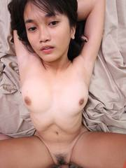 Cute and shapely Asian girlfriend gives her body to foreign BF