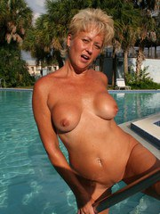 Real Tampa Swingers - Play With Tracy in the Pool