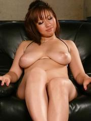 Neiro Suzuka Asian squeezes penis between huge tits and gets cum