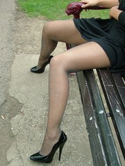 Stunning Kathryn shows offf that hot body and gorgeous legs of hers