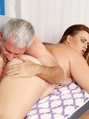 Horny BBW gets her pussy rubbed and fucked with toys by her massaeur