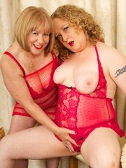 Hi Guys when my Friend Samii came to visit I knew we were in for some Red Hot Girl