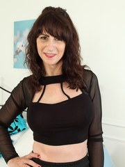 This British housewife loves to play with her unshaved pussy