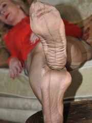 Feet and wrinkles in nylons