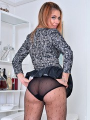 30 year old Ani Blackfoot is feeling the urge to cum so she is quick to get out of