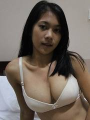 Freckled Filipina with perfect body fucking white tourist