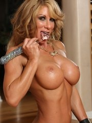 Sexy and hot Farrah Foxxx strips and shows off her ripped up body.