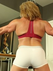 Bodybuilder Wanda Moore does some boxing then strips off her clothes exposing her