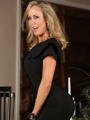 Fitness model Brandi Love strips off her clothes spreads her legs and plays with