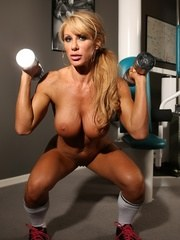 Fit babe Farrah Foxxx strips off her clothes in the gym and gets in a naked workout.