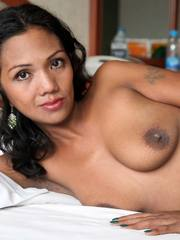 Pinay cougar moans to get fucked more when cumming