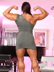 Amber Delucas dress hugs her muscles in all the right places. She shows off a bit