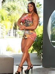 Amber Delucas amazing physique shows nicely in her tiny little dress and gives you