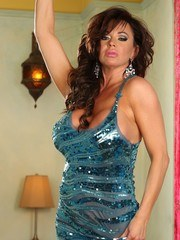 Flirty and fun Rachel Aziani shows off her hotness in this set.