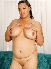 Latin plumper gets naked and oils her pussy before spreading her pussy