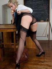 Bad girl Chessie likes being the boss in her vintage ff nylons!